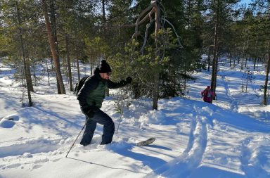 Lumiliukukengillä on mukava retkeillä Ounasvaaran maastossa.