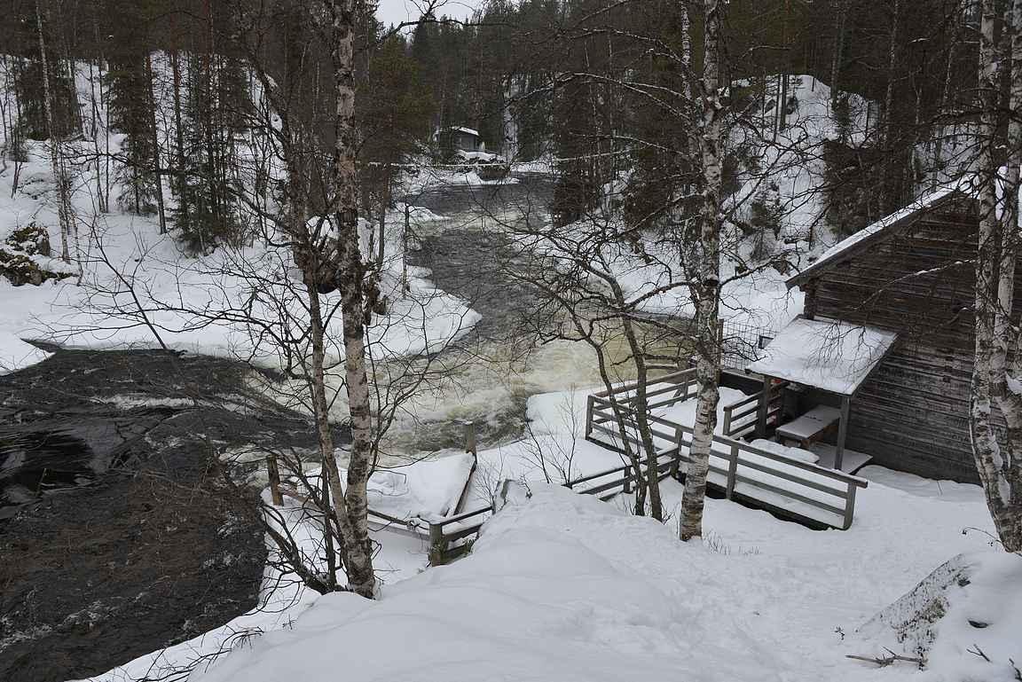 Talvisesta Myllykoskesta puuttuu muut retkeilijät kesään verrattuna.
