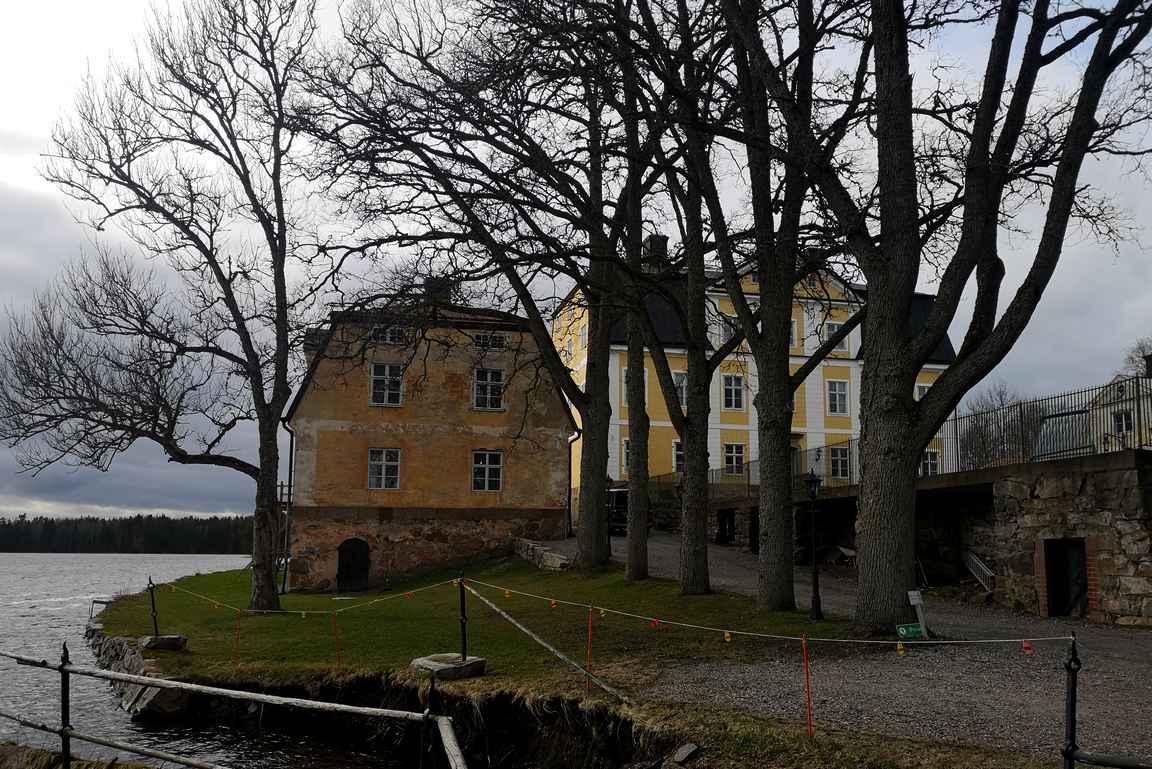 Fagervikin kartanoa asustaa Otto von Frenckell, jonka suku on hallinnut Fagervikin ruukkia jo kolmensadan vuoden ajan.