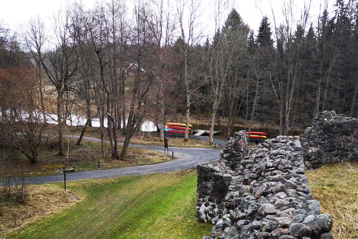 Raaseporin linnalta pääsee kanootilla kanavaa pitkin halutessaan tutustumaan lähialueeseen.