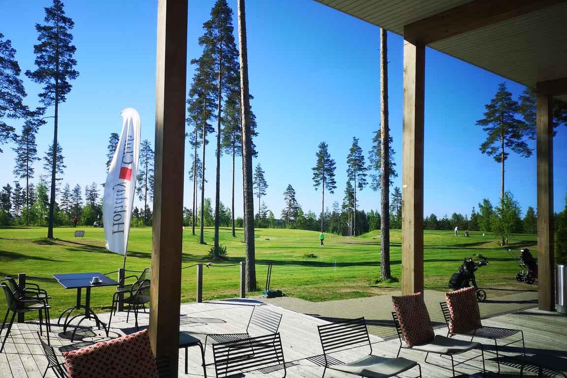 Holiday Club Golf Saimaan klubitalolta avautuu näkymät kentälle ja harjoitusalueille.