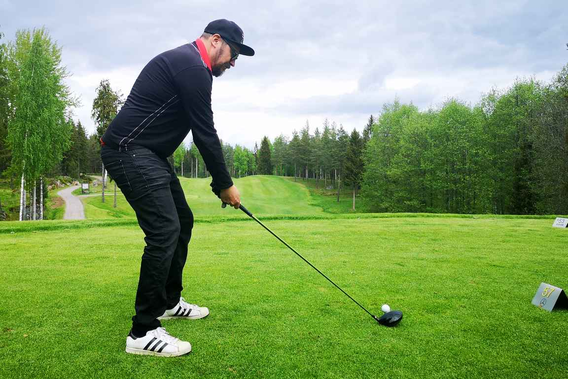 Tästä se lähtee - ensimmäinen draivi Holiday Clubin golflähettiläänä.