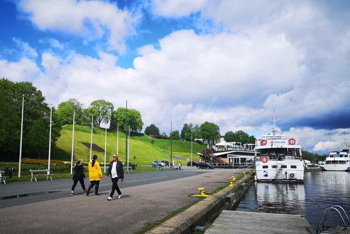 Lappeenrannassa kannattaa vierailla satamassa ja syödä vety Satama-Sannissa.
