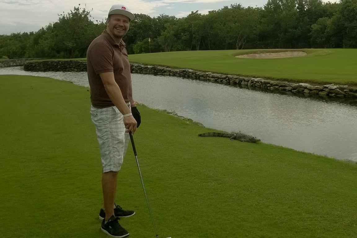 RCI pistevaihtolomalla hotellin golfkentällä Meksikossa viihtyivät myös alligaattorit.