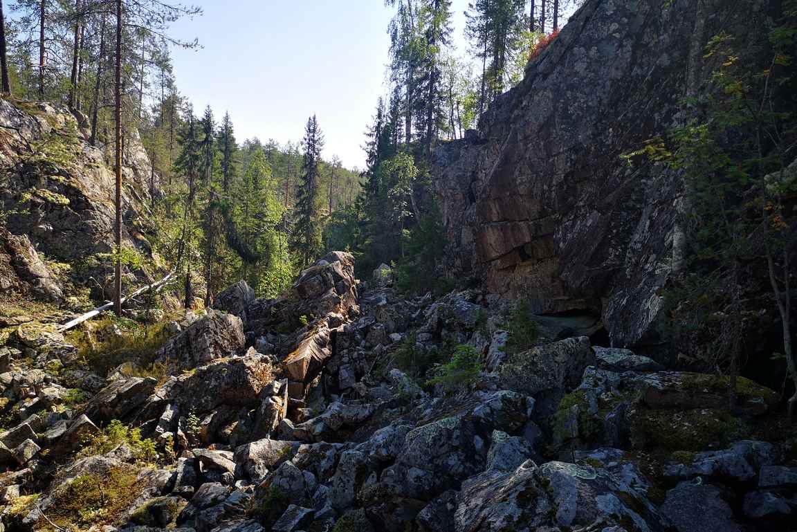 Rotkon pohjalla on kivikkoista.
