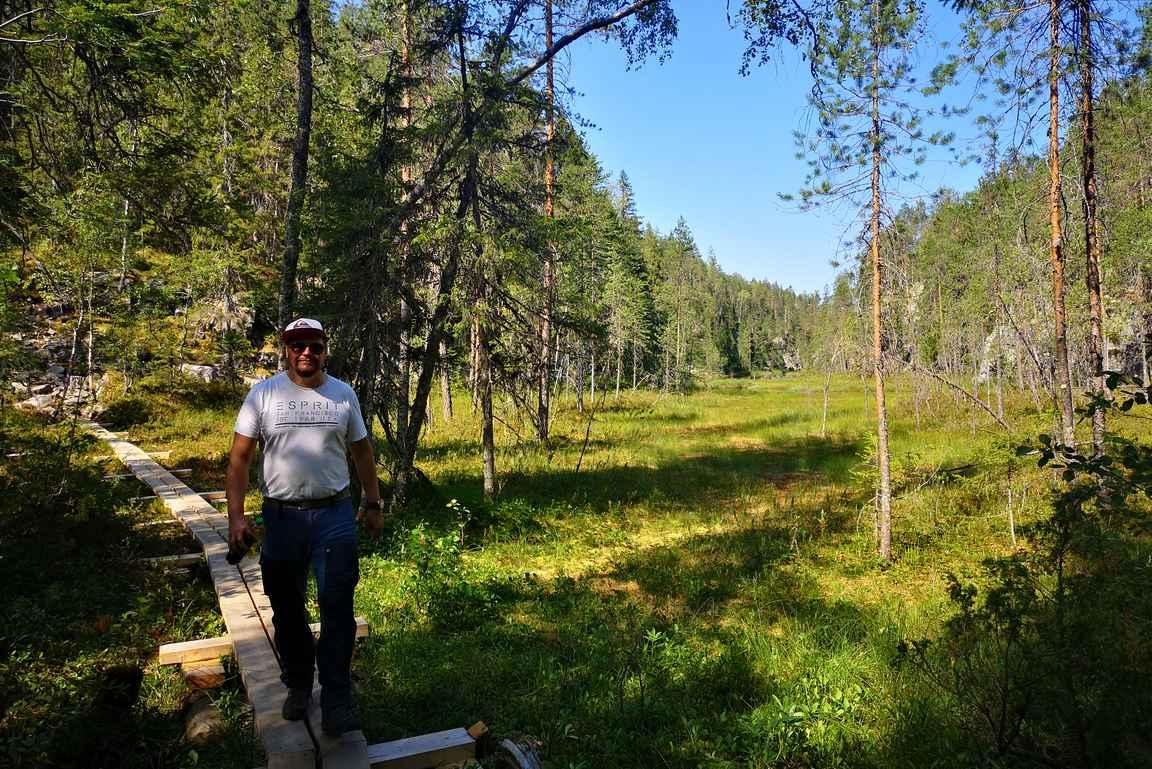 Hiidenportin kansallispuistossa pääsee nauttimaan niin rotko- kuin suomaisemista.