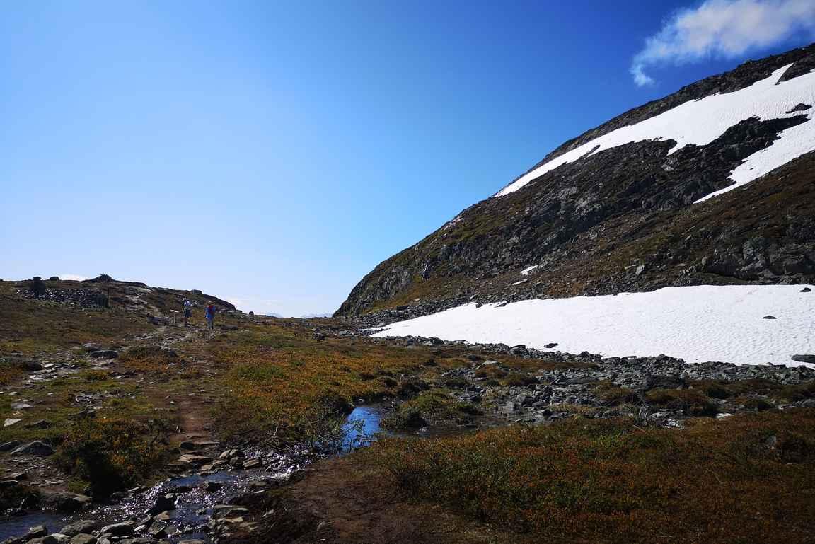 Lumet olivat reitiltä sulaneet, mutta Iso-Mallan rinteillä sitä vielä riitti.