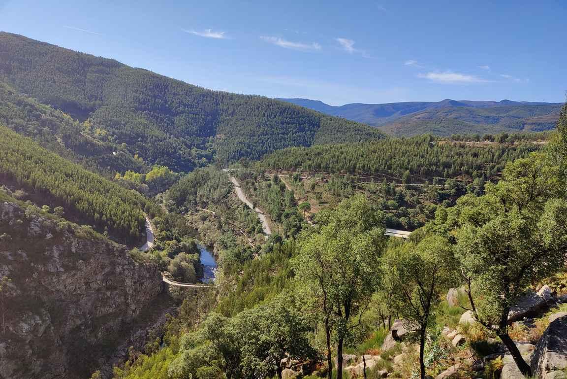 Passadicos do Paiva on vuoristoteiden takana upeissa maisemissa.