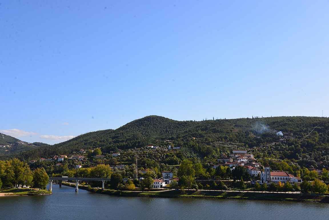 Pieniä viehättäviä kyliä on Dourojoen laakso täynnä.
