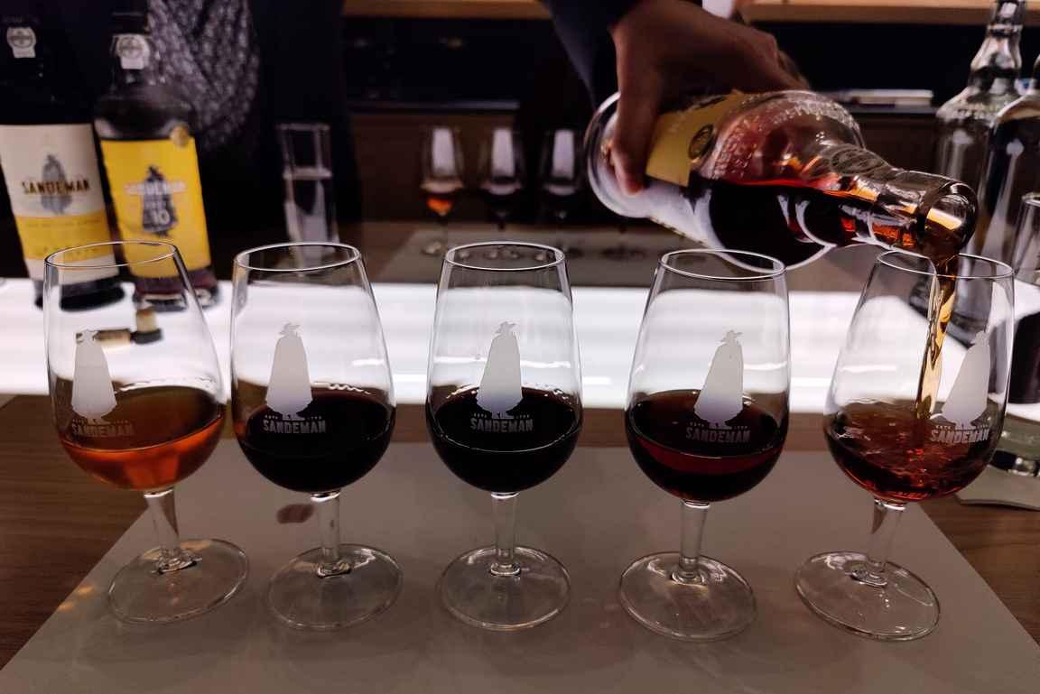 Mitäpä olisi viinikellarivierailu ilman kunnon maistelua?