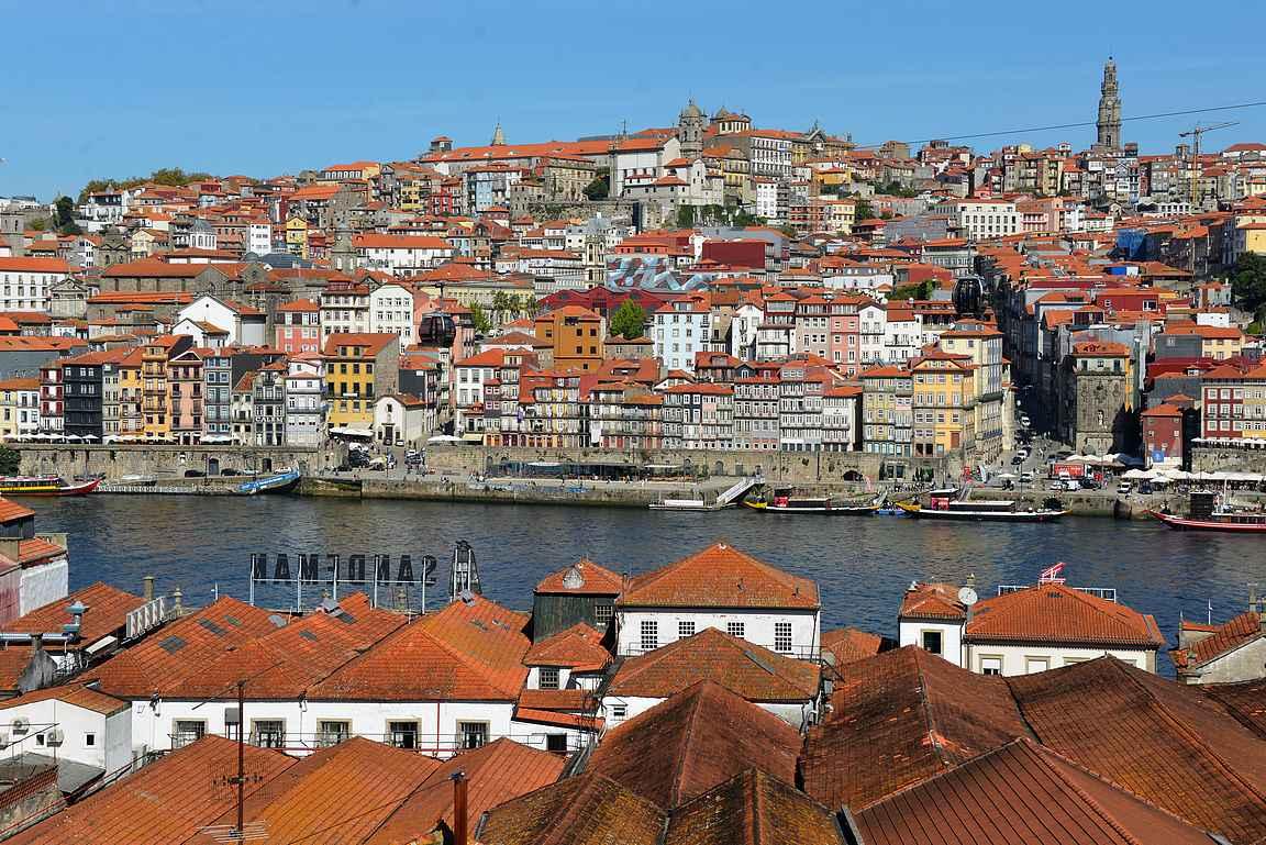 Porton keskusta Vila Nova de Gain puolelta kuvattuna.